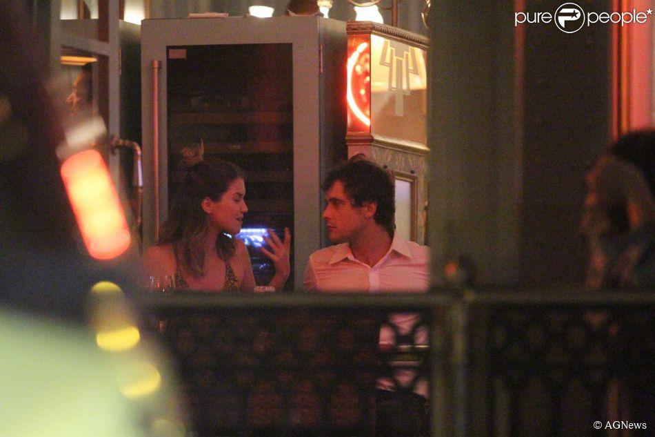 Nathalia Dill e Sergio Guizé jantaram juntos em restaurante da Barra da Tijuca, Zona Oeste do Rio de Janeiro, nesta terça-feira, 9 de dezembro de 2014