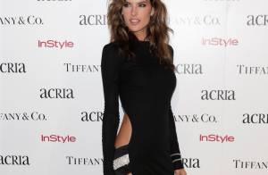 Alessandra Ambrosio rouba a cena com vestido ousado em evento em NY