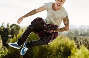Justin Bieber faz ensaio com o cabelo platinado em mansão, nos EUA