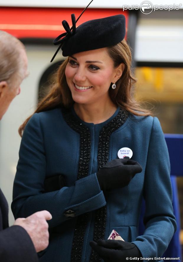 Kate Middleton esteve no evento oficial em comemoração aos 150 anos do metrô de Londres nesta quarta-feira, 20 de março de 2013