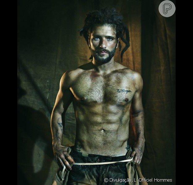 Bruno Gagliasso posa sem camisa e mostra corpo sarado em ensaio fotográfico divulgado pela revista 'L´Officiel Hommes', nesta quinta-feira, 18 de dezembro de 2014