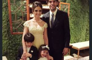 Carol Celico e Kaká posam juntos ao lado dos filhos em casamento após separação