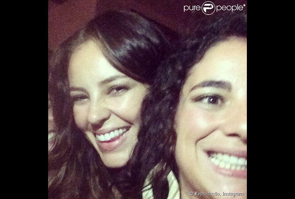 Martha Nowill e Paolla Oliveira fotografadas por Maria Fernanda Cândido em momento de descontração