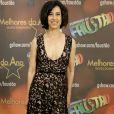 Fernanda Torres, premiada no 'Melhores do Ano', usou um vestido decotado de renda Carol Nasser