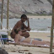 Kate Moss e Naomi Campbell curtem praia em Trancoso, na Bahia