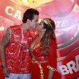 Preta posou beijando Cacau, como ela chamava o então marido, Carlos Henrique, antes do show no Camarote da Brahma, na Marquês de Sapucaí, no Rio, em 12 de fevereiro de 2013