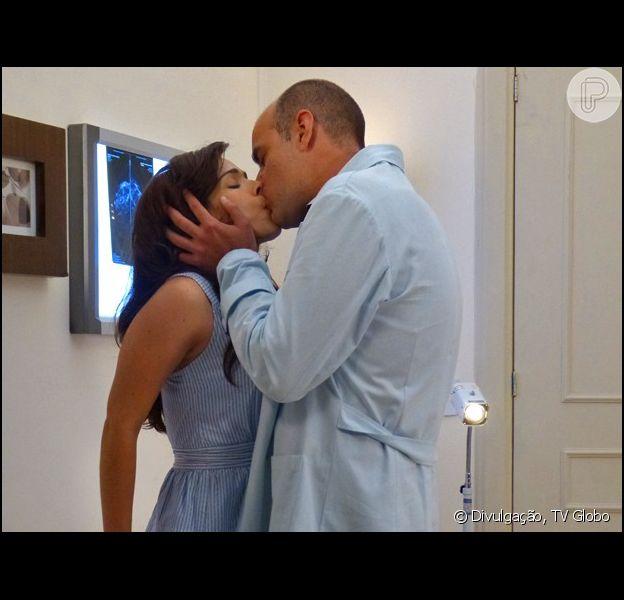 Itália (Sabrina Petraglia) e Fernando (Marat Descartes) vão engatar namoro, na novela 'Alto Astral'