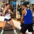 Sabrina Sato luta boxe com foco no Carnaval
