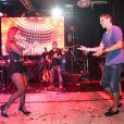 O ex-jogador de vôlei Giba, que recentemente participou do quadro 'Dança dos Famosos',  também dançou ao lado de Anitta