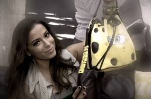 Anitta revela o que não pode faltar na bolsa: 'Biscoito sem glúten e sem gosto'