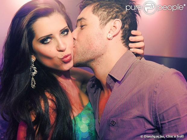 Andressa e Nasser posam para foto em festa realizada em Porto Alegre, em 3 de abril de 2013