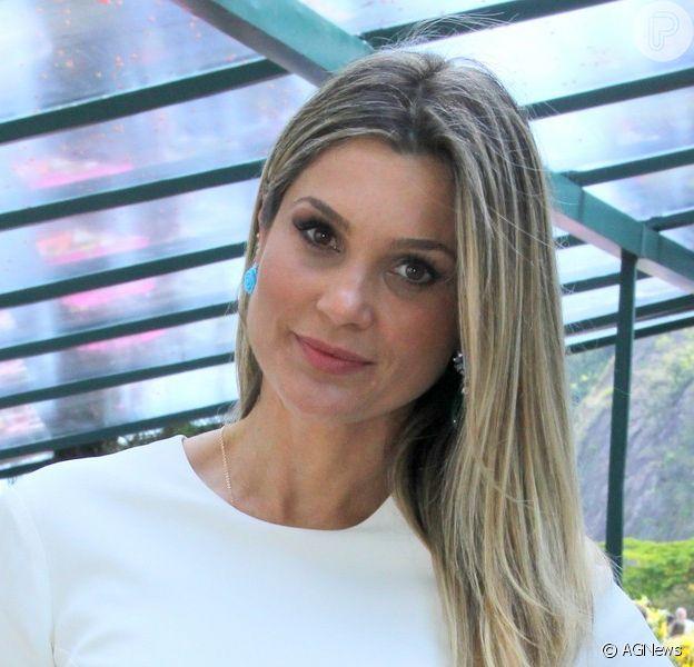 Flávia Alessandra dá dica de beleza para o verão: 'Também não dispenso o uso do filtro solar com fator 60 no rosto. Uso protetor nos cabelos', disse a atriz