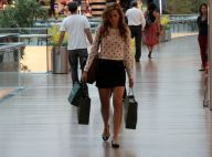 Sophia Abrahão vai às compras e deixa shopping no Rio segurando três sacolas