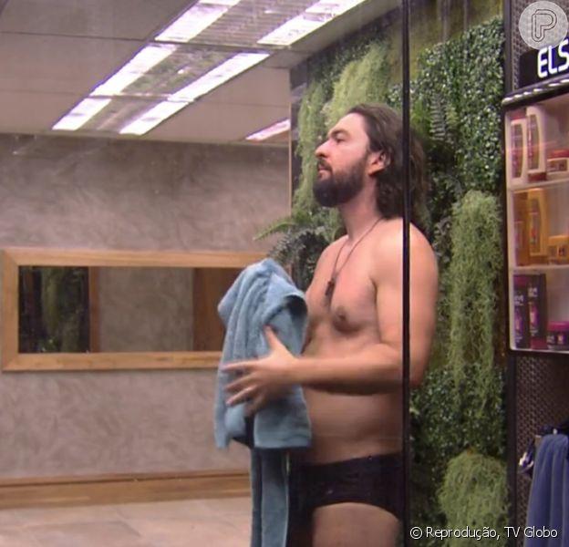 'BBB15': água acaba no programa e Marco fica só de cueca sem tomar banho. 'Já?', perguntou ele nesta quinta-feira, 5 de fevereiro de 2015
