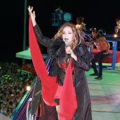 Daniela Mercury comanda trio elétrico no Carnaval de Salvador com visual 'dark'