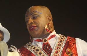 Aílton Graça usa batom para representar Madame Satã no desfile da Portela