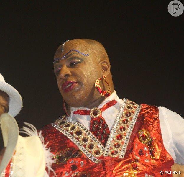 Aílton Graça usa maquiagem para representar Madame Satã no desfile da Portela, em 17 de fevereiro de 2015
