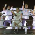 Claudia Leitte se fantasia de noiva para subir no trio Largadinho, em Salvador, na Bahia