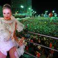 Claudia Leitte se fantasia de noiva para subir no trio Largadinho, em Salvador, na Bahia, nesta terça-feira, 17 de fevereiro de 2014
