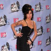 Cinzas de Amy Winehouse são enterradas em Londres