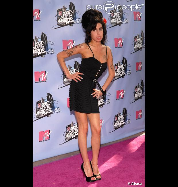 Amy Winehouse posando para fotos no MTV Movie Awards 2007, no  Amphitheater  em Los Angeles, Estados Unidos