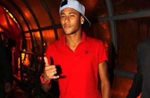 Confira o estilo de Neymar que faz sucesso com a namorada Bruna Marquezine