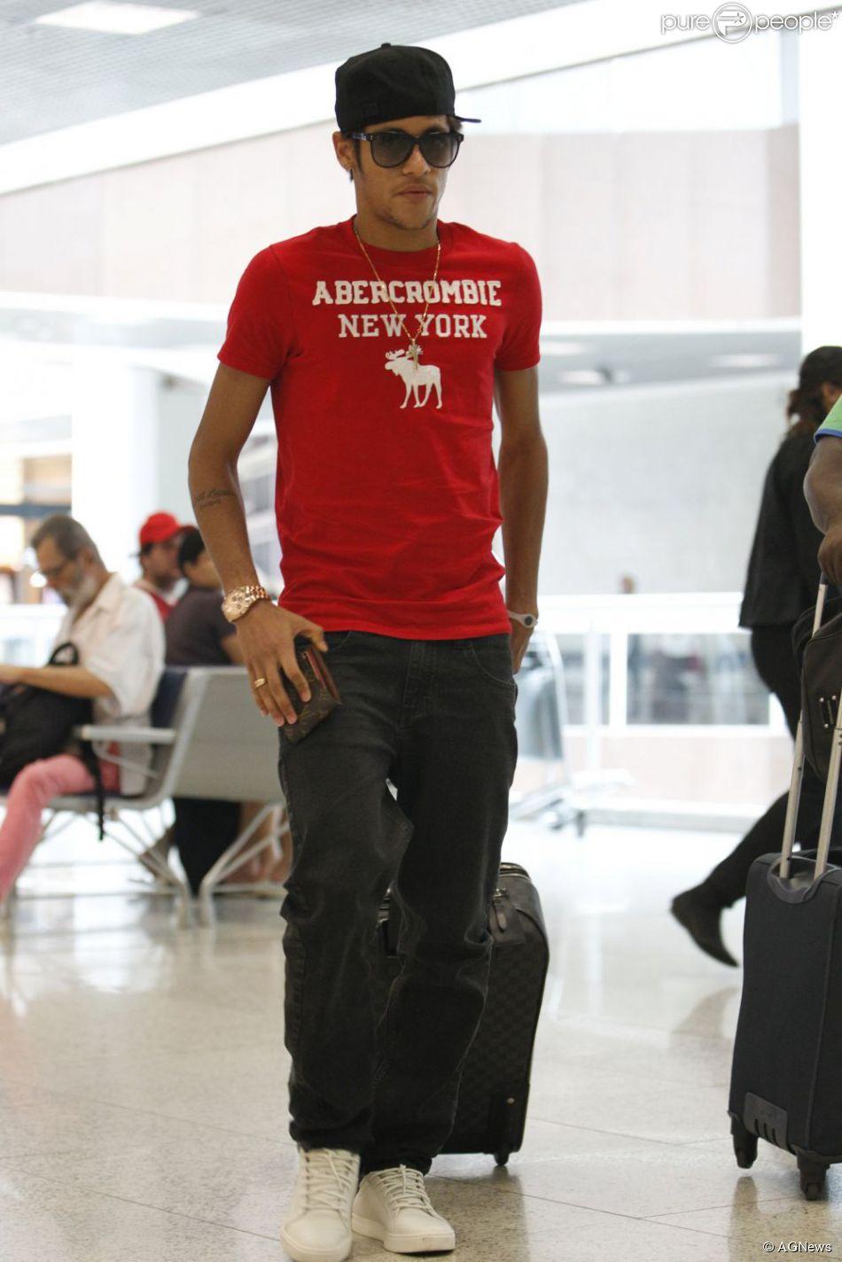 309d876a57 O boné é um dos itens essenciais no guarda-roupa de Neymar - Purepeople