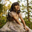 Bella (Nathalia Costa) revela que não é apenas o anjinho da guarda do médium