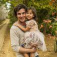 Novela 'Alto Astral': Caíque (Sergio Guizé) descobre que Bella (Nathalia Costa) é a filha que ele e Laura (Nathalia Dill) terão no futuro