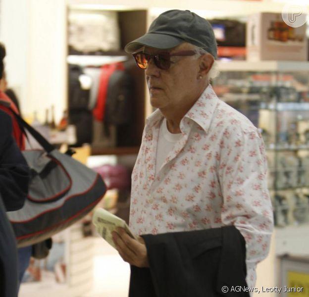 Ney Latorraca tem melhora progressiva de seu quadro geral de saúde; ele já caminha, se alimenta por via oral e respira sem aparelhos, no fim de novembro de 2012