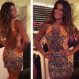 Giulia recebeu seus convidados com um vestido curtinho assinado por Patrícia Bonaldi