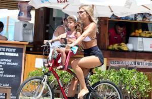 Grazi Massafera passeia com a filha, Sofia, em praia do Rio e exibe novo visual