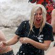 Lady Gaga e o noivo, Taylor Kinney, participaram do Chicago Polar Plunge 2015