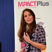 Grávida de 6 meses, Kate Middleton visita escola e planta árvore na Inglaterra