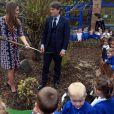 Kate Middleton plantou uma árvore ao lado do humorista britânico John Bishop