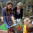 Kate Middleton ganhou um livro feito pelos alunos da instituição