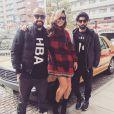 Sabrina Sato viajou acompanhada de Yan Acioli e Rodrigo Capella