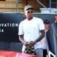 Por ter violado a condicional do caso Rihanna e fichado em outro caso de agressão, Chris Brown passou 59 dias preso em 2014. Tantos problemas abalaram a carreira do cantor