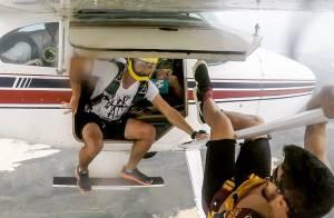 Caio Castro se aventura em salto de paraquedas em Santa Catarina