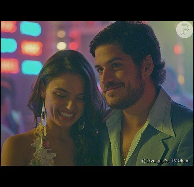 'Boogie Oogie' surpreende ao não mostrar o casamento de Sandra (Isis Valverde) e Rafael (Marco Pigossi) no último capítulo, em 06 de março de 2015