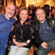 Odilon Wagner posa com Nicette Bruno e Stênio Garcia na festa de 'Salve Jorge'