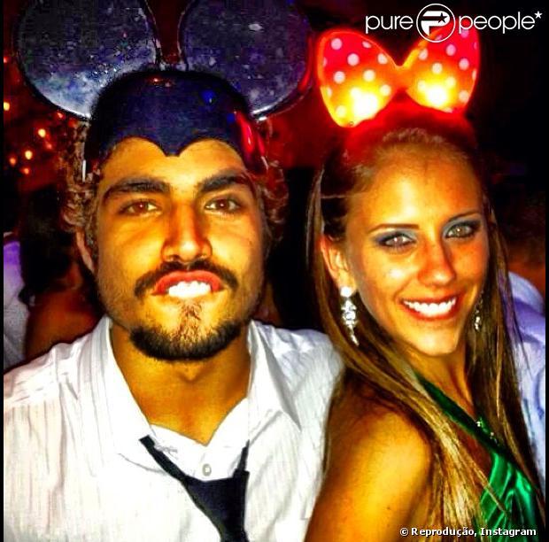 Caio Castro publica foto com a namorada, Sabrina Pimpão, em 27 de abril de 2013