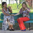 Angélica grava 'Estrelas' com Juliana Paes em julho de 2012. No sexto mês de gestação de Eva, a loira escolheu um look despojado e bem colorido para apresentar o programa. Você usaria o look?