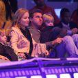 Angélica e Luciano levam os filhos Joaquim (7) e Benício (5) para assistir o espetáculo 'Disney on ice' em junho de 2012