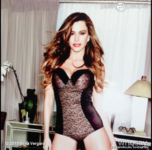 Sofia Vergara posta foto no Instagram com o modelador de silhueta que ela assina; as peças são vendidas nos Estados Unidos