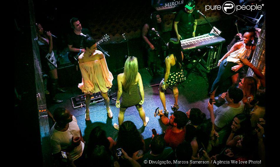 Thaila ayala rebola muito ao lado de dan arinas no show de for Miroir rio de janeiro