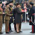 Kate Middleton exibe barriga de oito meses de gravidez em evento na Inglaterra, nesta terça-feira, 17 de março de 2015