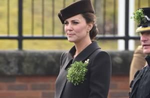 Kate Middleton exibe barriga de oito meses de gravidez em evento na Inglaterra