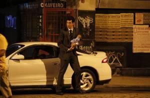 Mateus Solano grava cena de 'Amor à Vida' em que Félix joga bebê no lixo