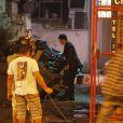 O bebê é deixado por Félix (Mateus Solano) em uma caçamba de lixo em frente ao Hospital San Magno, em 'Amor à Vida'